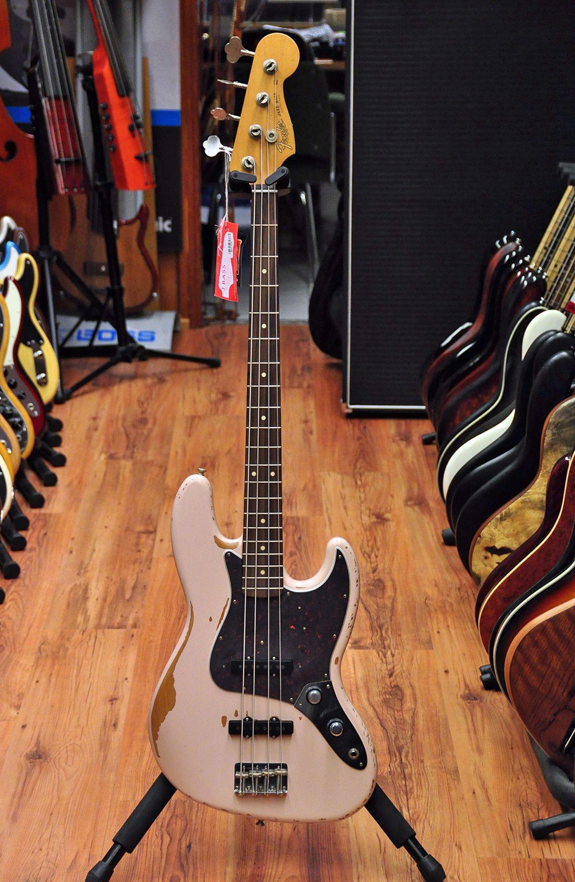 Fender Flea Signature Roadworn Jazzbass